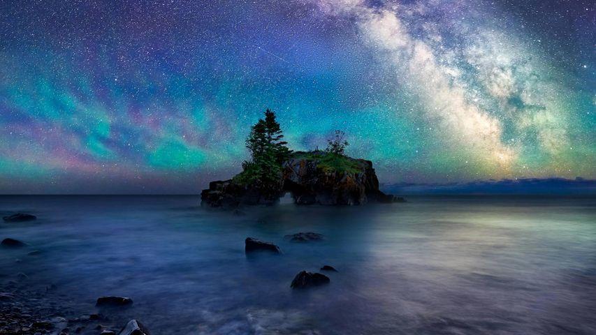 「スペリオル湖のノース・ショア」米国ミネソタ州