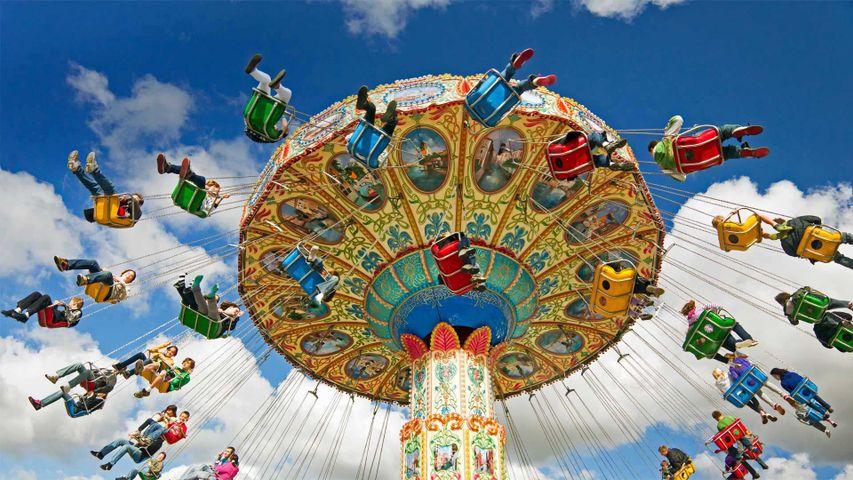 「移動遊園地の回転空中ブランコ」米国ニュージャージー州, スコッチプレーンズ