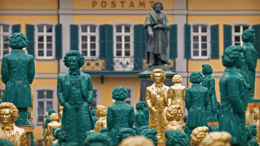 「ミュンスター広場の記念碑とベートーヴェン像」ドイツ , ボン