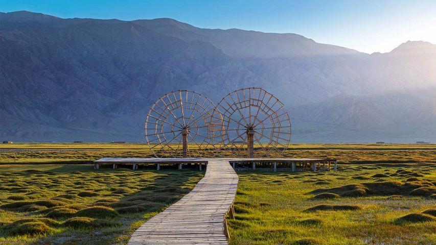 「タシュクルガンの水車」中国, 新疆ウイグル自治区