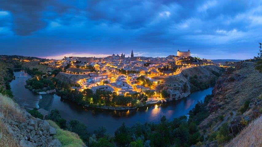 「日没後のトレド」スペイン, カスティーリャ・ラ・マンチャ州