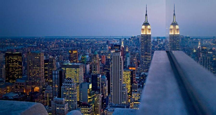 「ロックフェラービルから眺めたエンパイア・ステート・ビルディング」アメリカ, ニューヨーク