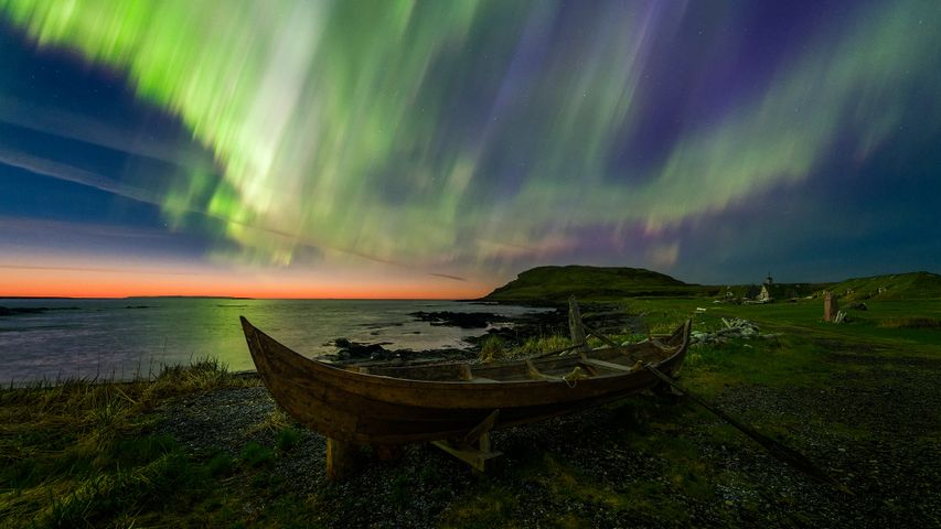 「ノーステッド・バイキング村のオーロラ」カナダ, ニューファンドランド島