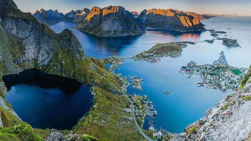 「レーヌブリンゲン山からみたレーヌ」ノルウェー, ロフォーテン諸島