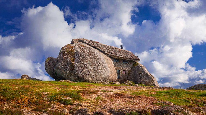 「カサ・ド・ペネド(石の家)」 ポルトガル, ファフェ