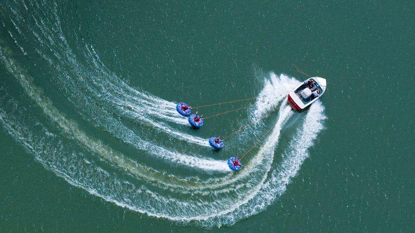 「アビー湖のボート」イギリス, サリー州