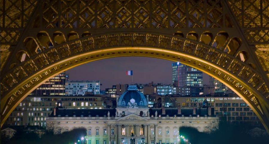 「エコール・ミリテール駅」パリ, フランス