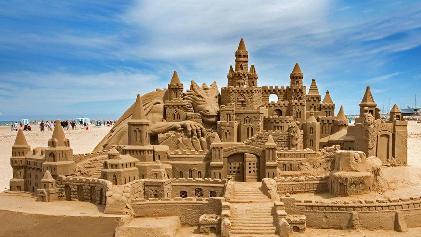 「マルバロサ・ビーチの砂の城」スペイン, バレンシア