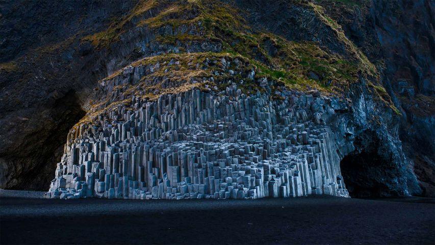 「レイニスフィヤラビーチの柱状節理」アイスランド