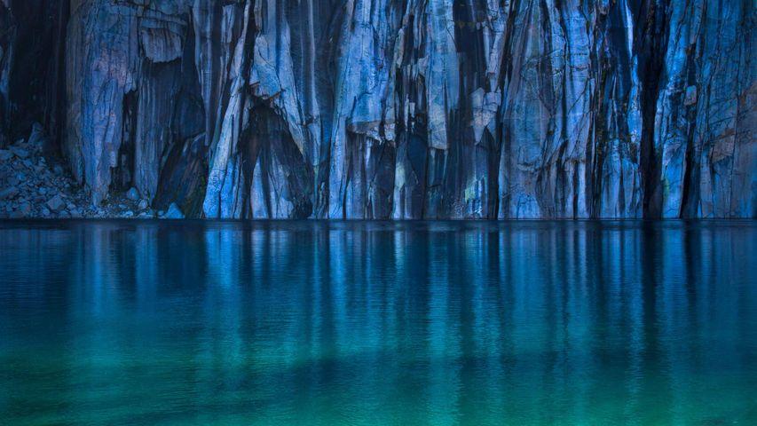 「プレシピス湖」米国カリフォルニア州