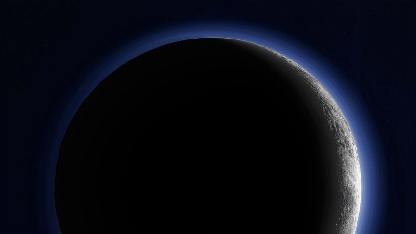 「三日月に輝く冥王星」NASA, ニュー・ホライズンズ