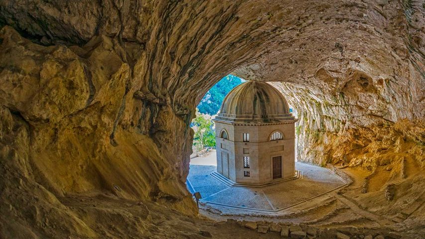 「ヴァラディエール岩窟教会」イタリア, ジェンガ
