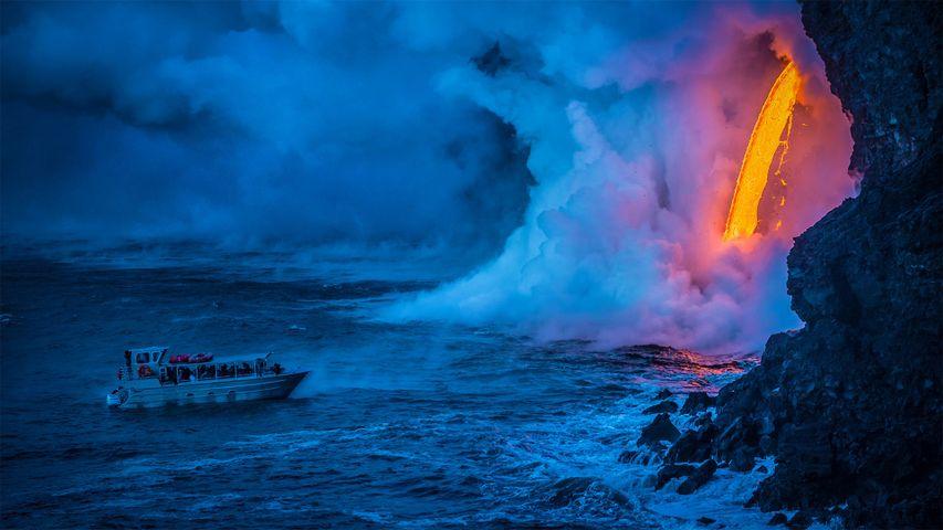 「海に流れる溶岩」ハワイ火山国立公園