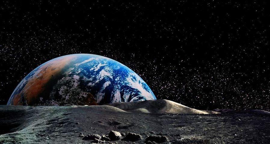 「月面から昇る地球」