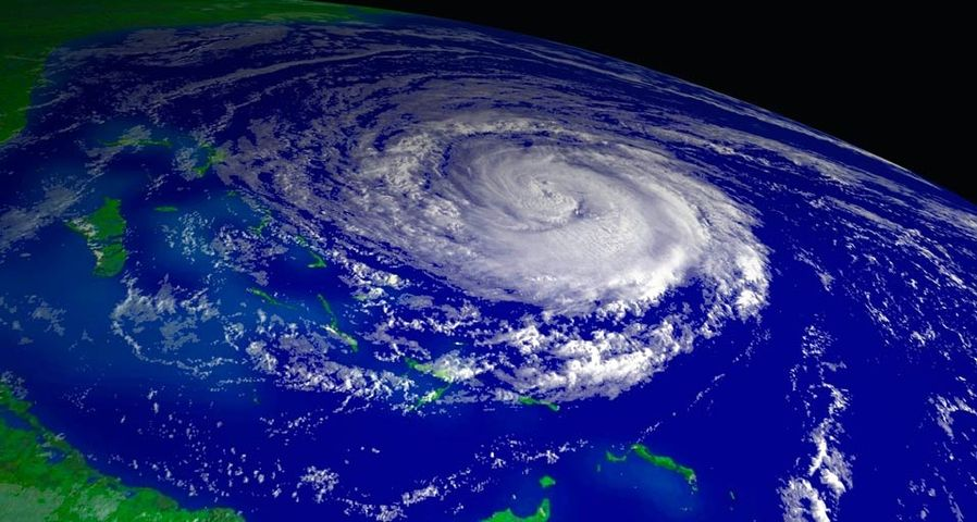 「2004年のハリケーン・ジーン」バハマ上空, 気象観測衛星NOAA