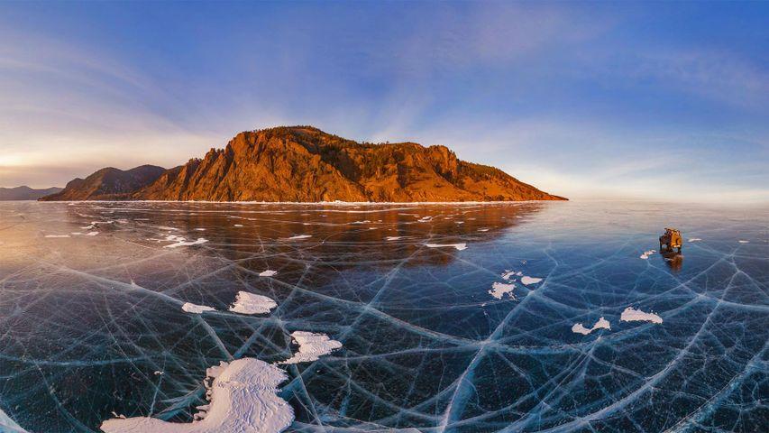 「バイカル湖の轍」ロシア
