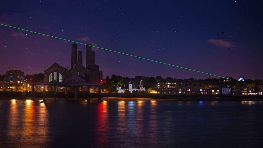 「グリニッジ子午線のレーザー」イギリス, グリニッジ