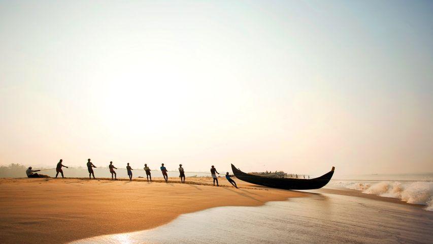 「プーバー・ビーチの漁師たち」インド, ケーララ州