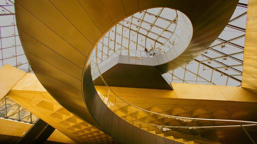「ルーヴル・ピラミッドの階段」フランス, パリ