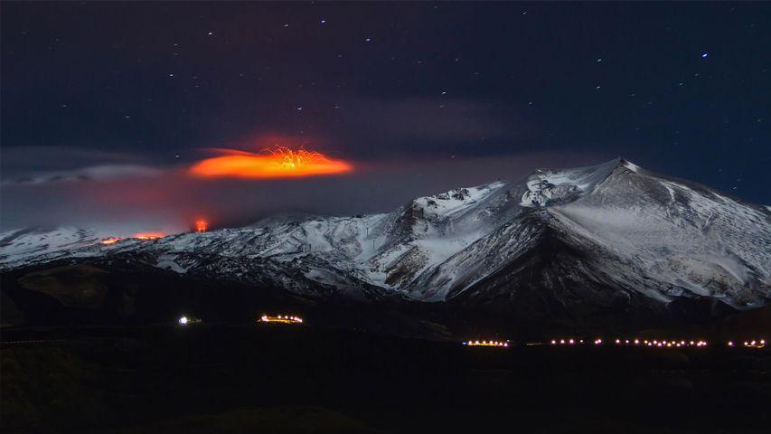 「エトナ山の噴火」イタリア, シチリア島