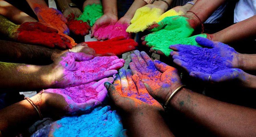 「ホーリー祭の顔料」インド, アフマダーバード