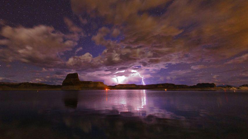 「パウエル湖の雷」米国アリゾナ州