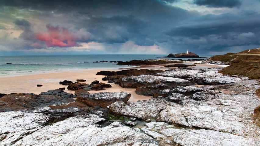 「セント・アイヴス湾とゴドレヴィー灯台」イギリス, コーンウォール