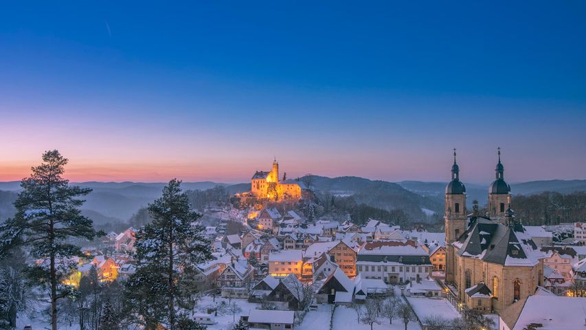 「ゲスヴァインシュタイン城をのぞむゲスヴァインシュタイン村」ドイツ, バイエルン州
