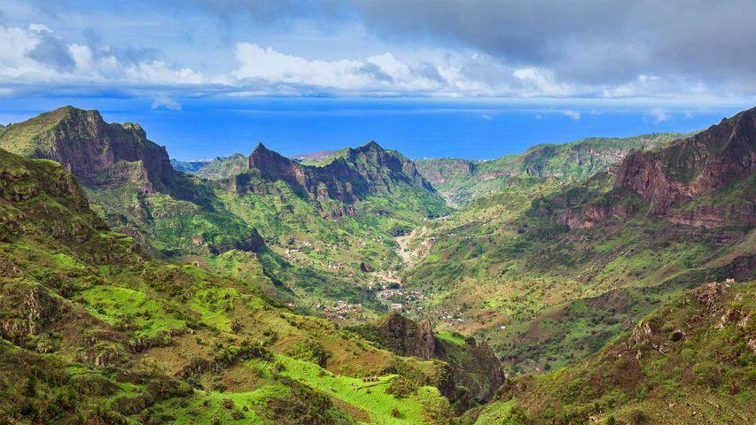 「サンティアゴ島のマラゲタ山」カーボベルデ