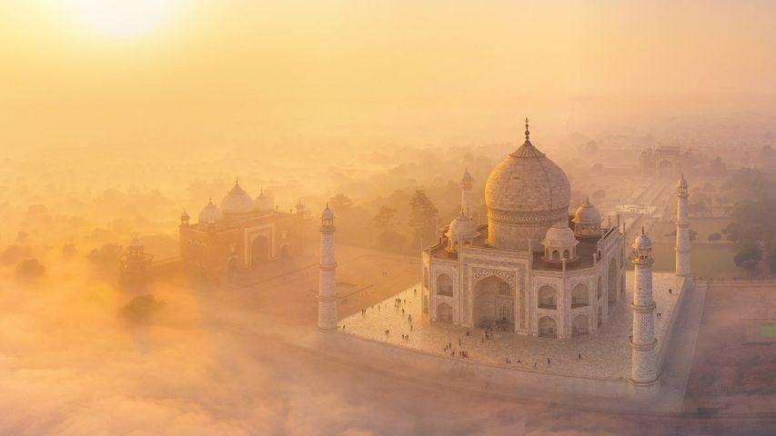 「霧の中のタージ・マハル」インド, アーグラ