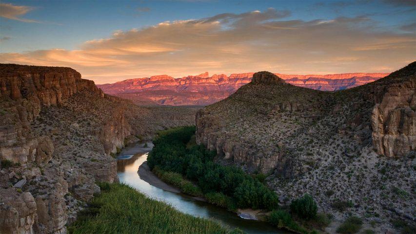 「ビッグベンド国立公園のリオグランデ川」米国, テキサス州 (© Ian Shive/Tandem Stills + Motion)