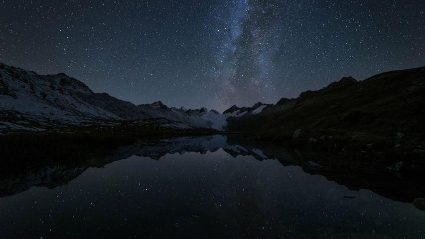 「銀河を映すトーテ湖」 スイス, グリムゼル峠