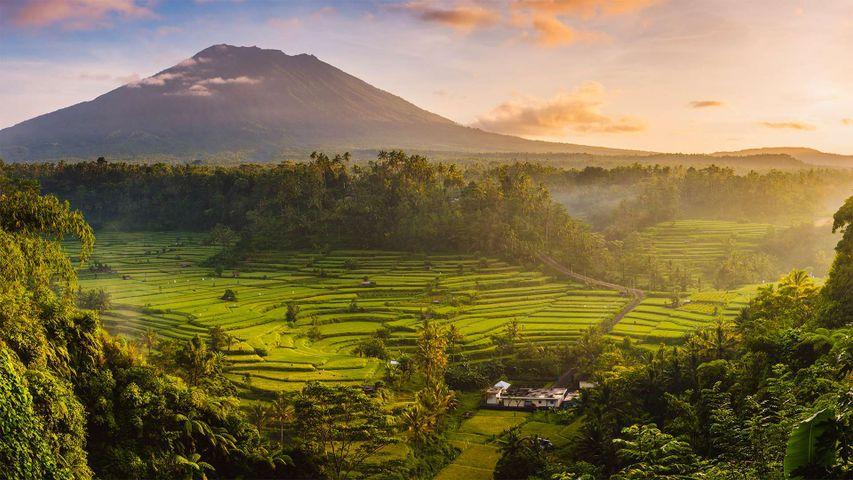 「 アグン山」インドネシア, バリ