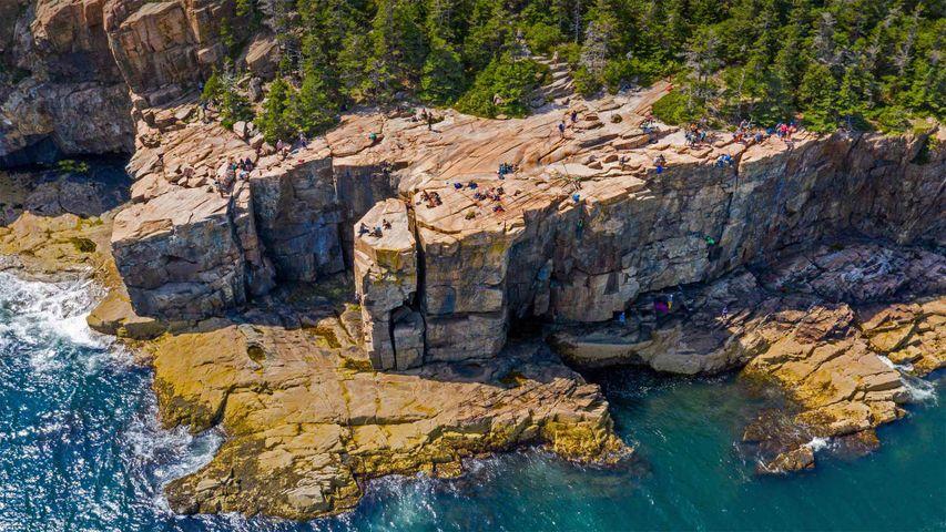 「アーカディア国立公園のオッタークリフ」米国, メイン州