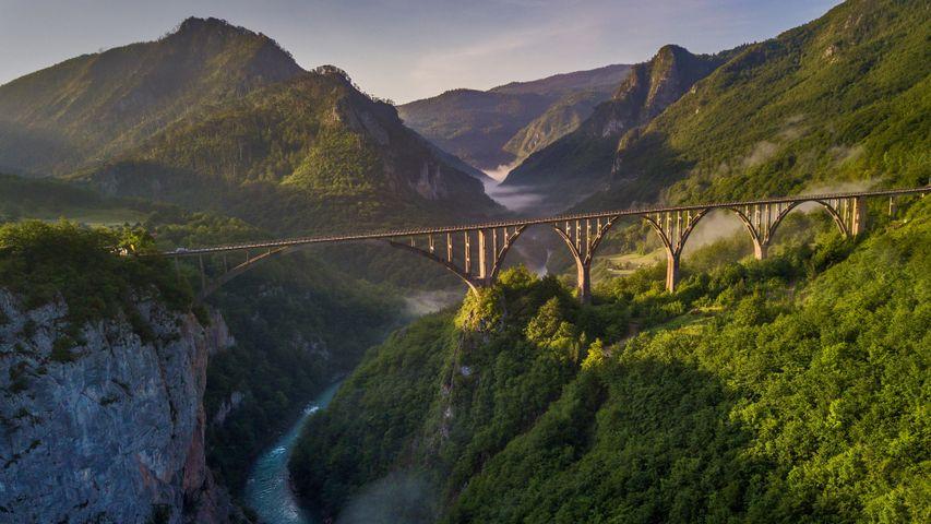 「タラ渓谷の橋」モンテネグロ