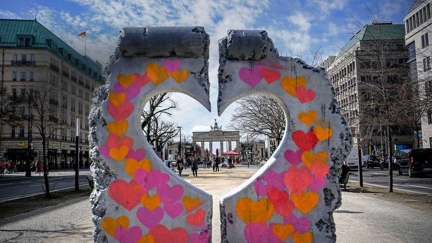 「ブランデンブルク門とベルリンの壁のレプリカ」ドイツ, ベルリン
