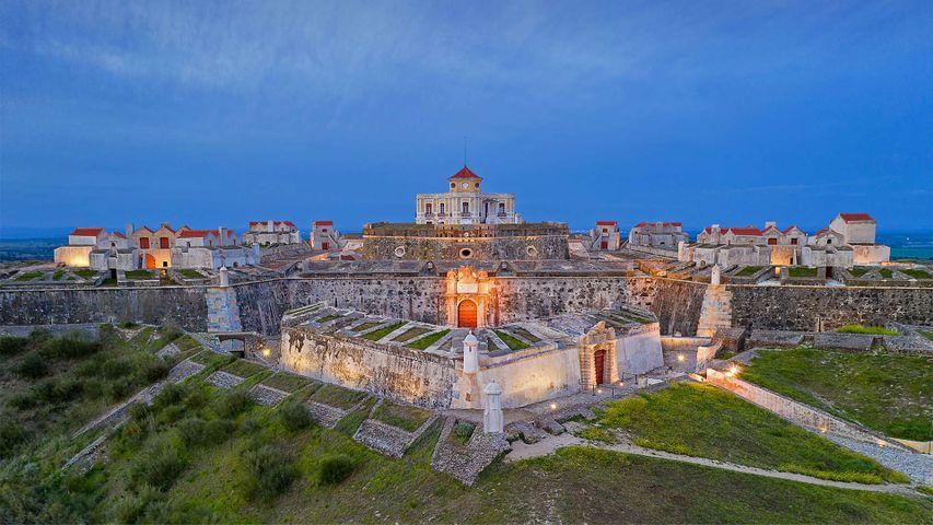 「エルヴァス近くのノッサ・セニョーラ・ダ・グラサ砦」ポルトガル (© Luis Pina Photography/Shutterstock)