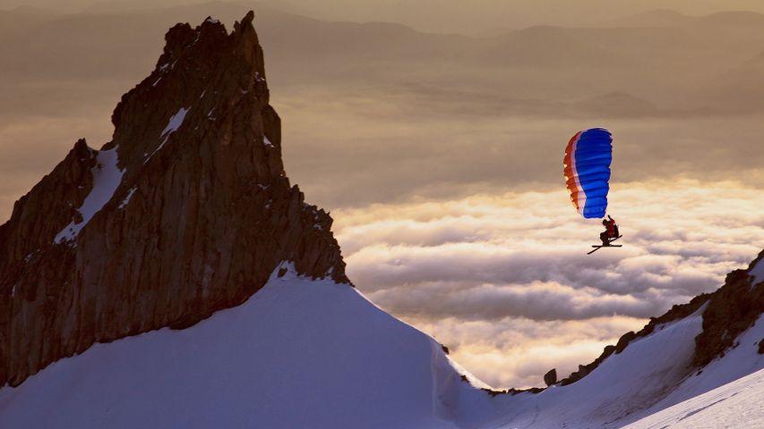 「スキーパラグライダー」米国オレゴン州, フッド山