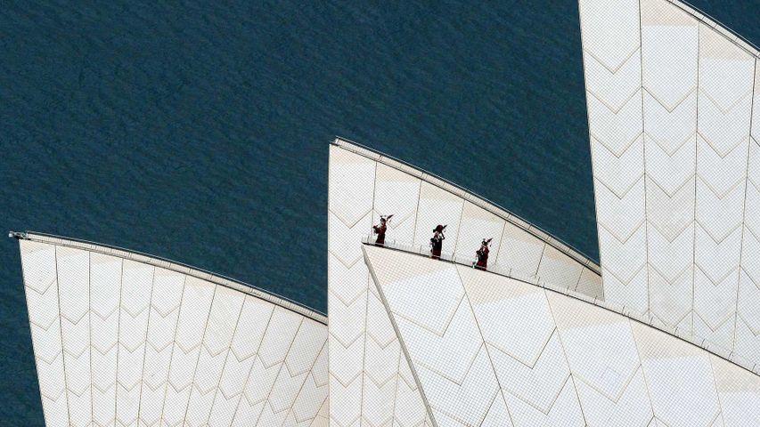 「バグパイプを演奏するロイヤル・スコットランド連隊」オーストラリア, シドニー・オペラハウス