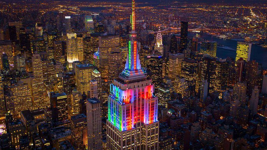 「エンパイア・ステート・ビルディングのライトアップ」米国ニューヨーク州, ニューヨーク市